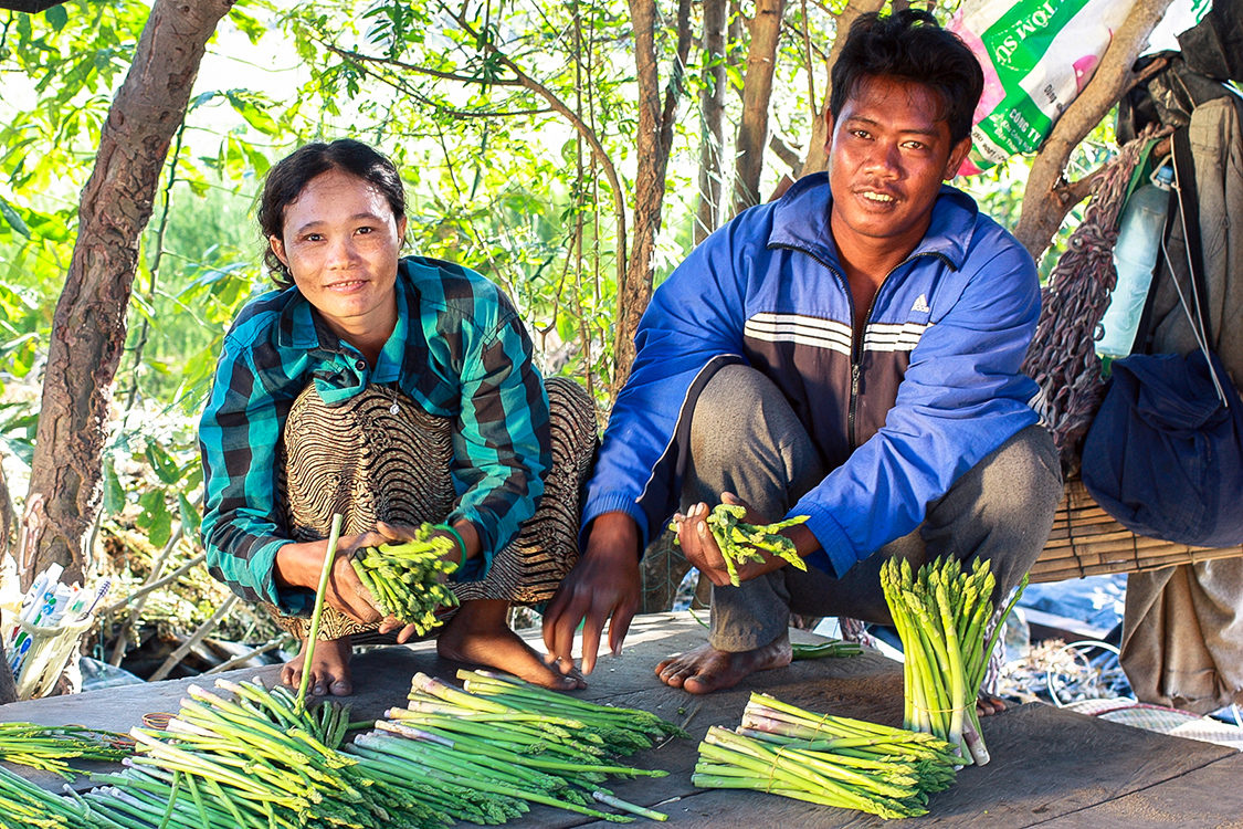 Vietnam_Mr.-San-And-Wife-Asparagus_Sdc